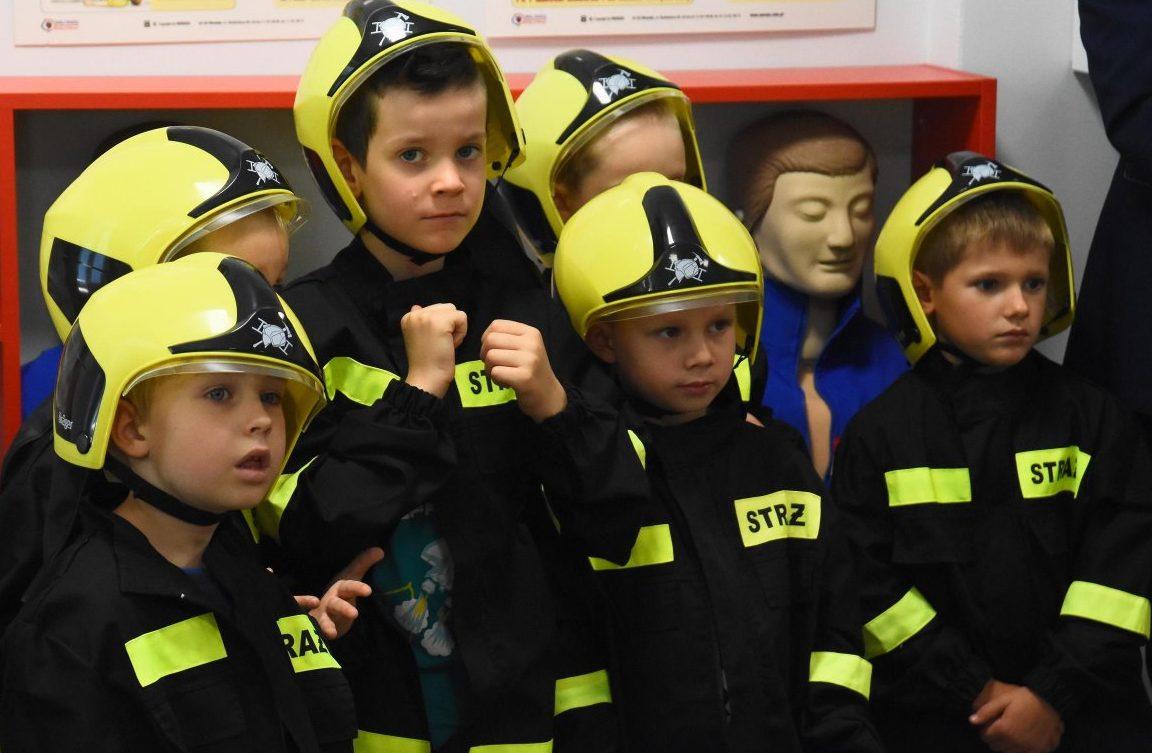 Symulując pożar uczą najmłodszych